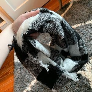 Black and white checked scarf